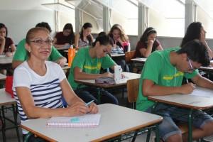 Lecirla Fernandes Benites busca uma vaga no curso de Artes.