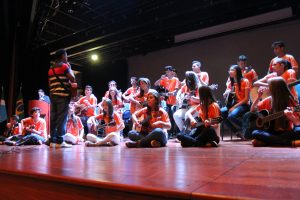 Apresentação dos estudantes do Projeto Violão na Escola.