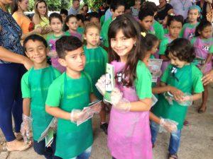 Maria Fernanda e os colegas agentes mirins.
